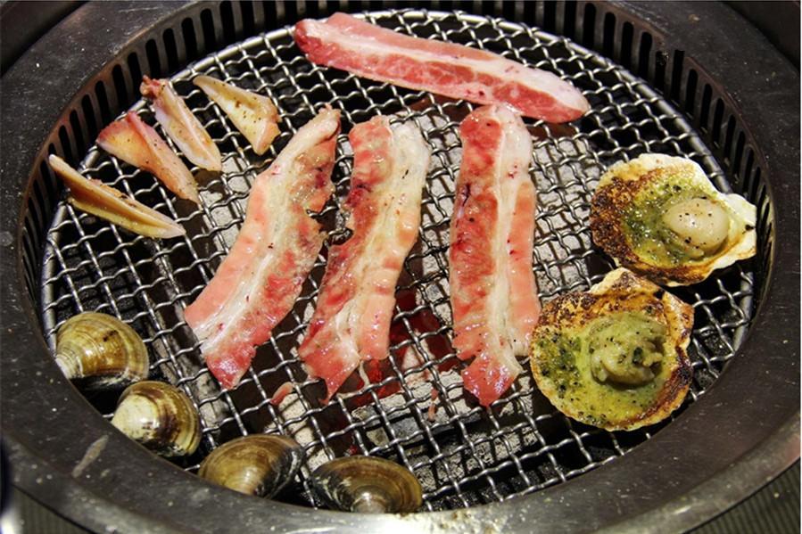 東區美食   櫻花羿日式炭火燒肉 吃到飽 聚餐聚會 哈根達斯冰淇淋無限吃