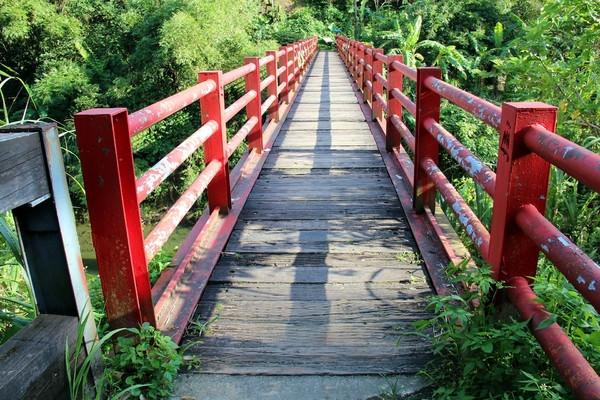 新北平溪景點 | 菁桐老街 中埔鐵橋 情人橋 日據時代歷史建築 來趟知識之旅吧
