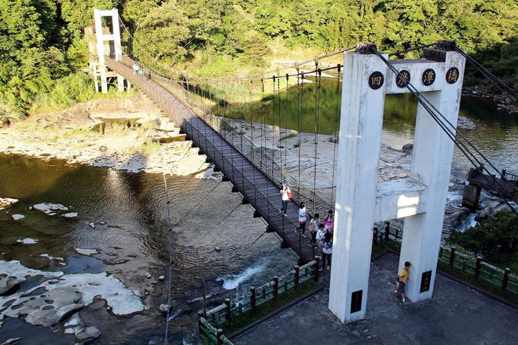 新北平溪景點 | 十分旅遊服務中心 四廣潭橋 十分瀑布 眼鏡洞瀑布 親子同遊 親近大自然