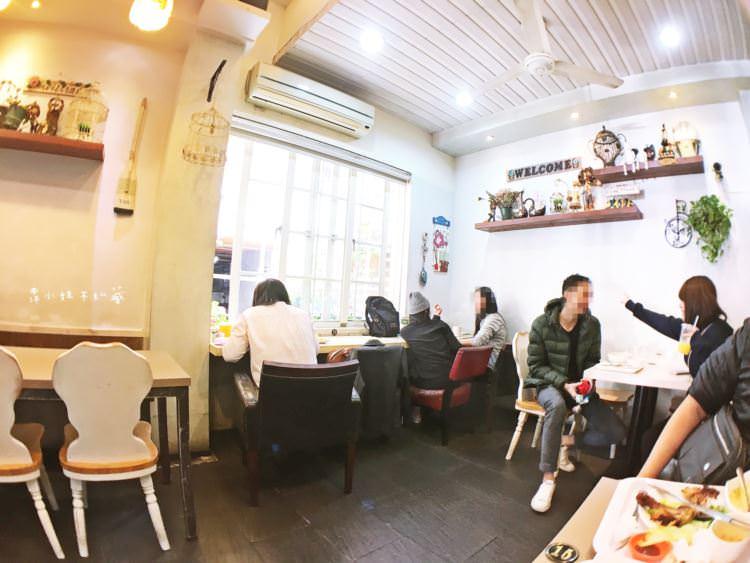 台中西區美食 | 溫馨小屋 向上市場早午餐 鄉村風格裝潢 用起餐來好放鬆舒適 簡餐 鐵板小火鍋 輕食 蓋飯