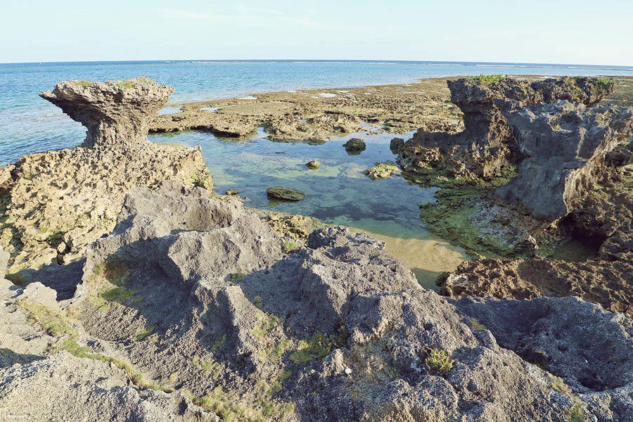 沖繩景點 奧武島 竜宮神 奥武島ハーリー 奥武島海神祭 聽說選手們都會來這邊祈禱平安 貓咪島不只有天婦羅而已喔