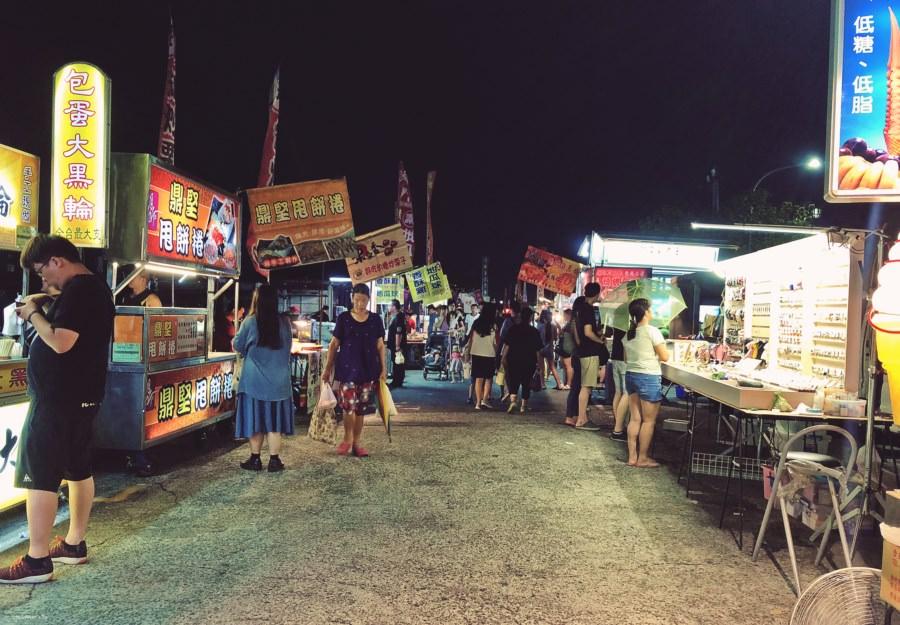 雲林斗六景點 斗六人文公園夜市 吃喝玩樂 必吃美食清單 好吃好玩在這裡 營業週二&六 路邊停車方便 宵夜