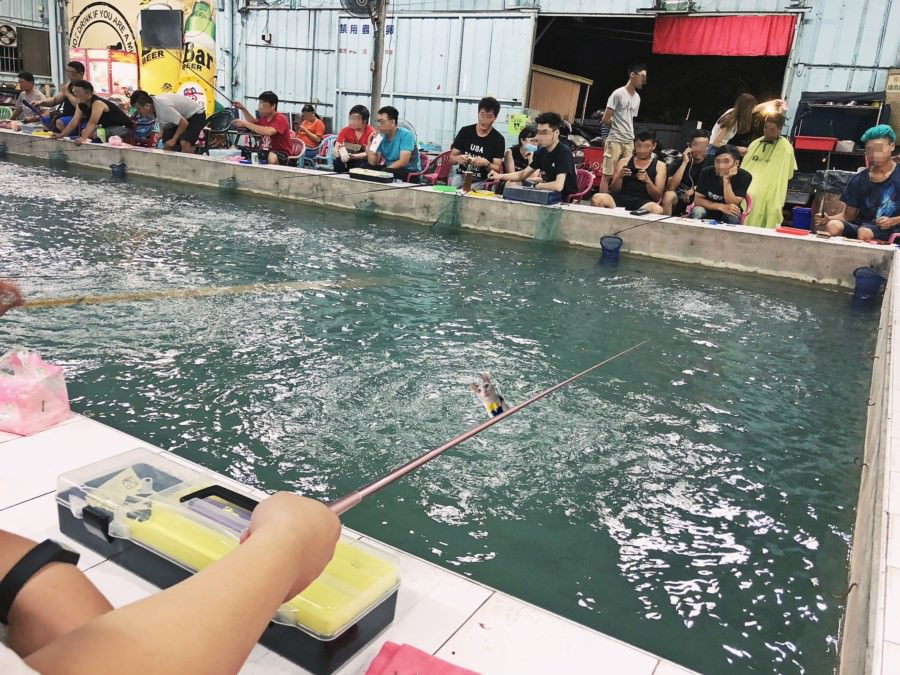 台中大里釣蝦場推薦 月世界釣蝦場 免費停車場 連菜鳥來都很好釣 泰國蝦料理 代客料理 熱炒