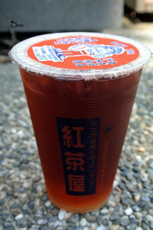 捷運圓山站美食 | 紅茶屋 30年歷史 便宜又大杯的飲料店就在這裡啦 !!!