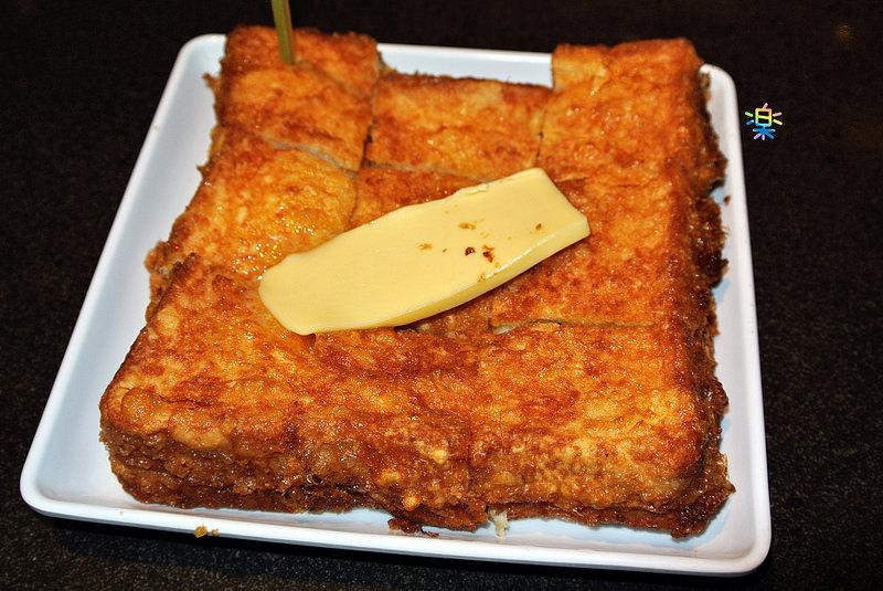 捷運劍南路站美食 | 土司工坊 一片普通的吐司搭配上咖椰醬後 整個都不一樣了 !!!