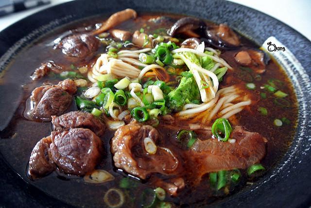 台中新社美食 | 明哥香菇牛肉麵 第一次吃到這麼多香菇的牛肉麵